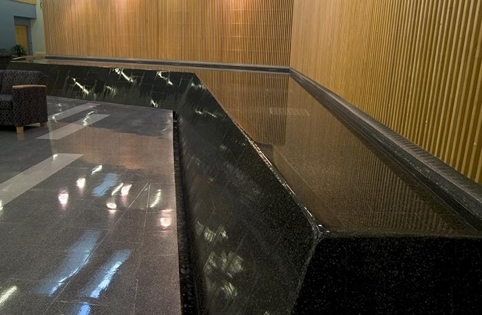 Negative edge reflecting pool